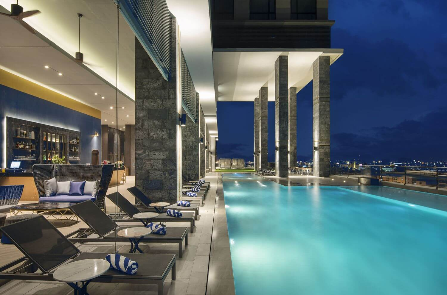 Brighton grand hotel pattaya a new 5 star hotel located on na klua road for Hotels with swimming pools in brighton